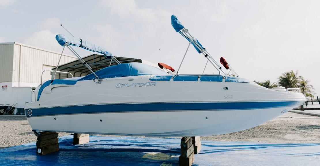 splendor deck boat exterior