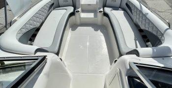 Splendor 259 Sunstar boat seating for 12