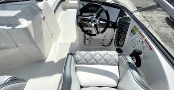 Splendor 259 Sunstar boat helm